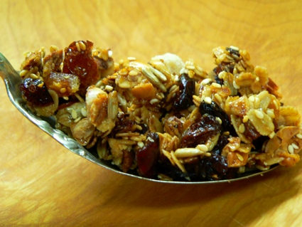 very-large-spoonful-of-granola